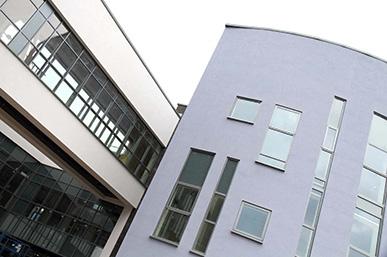 https://www.aspirationfacades.co.uk/wp-content/uploads/2015/06/Weber-render-Bridgend-school.jpg